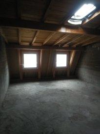 Thionville hyper-centre, immeuble mixte libre de toute occupation sur 5 niveaux + 1 cave, descriptif: - des travaux sont à prévoir dans son ensemble, cependant: - La toiture est refaite y a 7ans - Les fenêtres double vitrage neuves sur tous les niveaux sauf le 1er étage - Dalle béton sur l\'ensemble de l\'immeubel (escalier compris) - Pas de copropriété  RDC: local commercial libre d\'une surface de 60m2 1er étage: 55m2 (possibilité de créer 2 lots) 2ème étage: 53 m2 (possibilité de création de 2 lots)  3ème étage: 53m2 ( 2 lots supplémentaires) 4ème étage: 47m2 ( + 2 lots) surface totale: 270m2 environ,  il est possible de créer 8 lots de studios/f1,,, + local commercial.  - PRIX: 430 000€ fai contact: 06.28.42.65.84 E.GURER cabinet PROCOMM