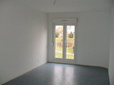 Appartement type F3 situé au RDC comprenant une cuisine équipée, d'une entrée, d'un séjour, 2 chambres, une salle de bains, WC et débarras, chaudière individuelle au gaz