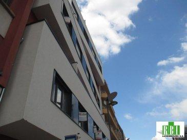 ESCH/CENTRE, proche de la gare et des commerces, belle résidence en cours de construction appartement de +/- 87,89m2 (no 053), hall d'entrée, 3 chambres à coucher, cuisine ouverte sur le living, salle de bains, WC séparé, balcon Pour un supplément, possibilité d'acheter 1 cave et 1 emplacement intérieur fermé Les prix s'entendent avec TVA de 17% partiellement récupérable Ref agence :2449055