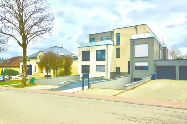 RE/MAX Luxembourg, spécialiste en immobilier à Luxembourg, vous propose à la vente cette belle maison bi familiale de 115 m2 dans une rue très calme proche des commerces, de l'autoroute et a 10 minutes du de la ville du Luxembourg.  Un bien d'exception construit avec des matériaux de qualité et sous garantie constructeur encore pendant 8 ans.  Le bien se compose :  -Cuisine moderne équipé ouvert sur le salon  -Terrasse de 40 m2 au dernier étage, terrasse au 1 étage de 15 m2 avec accès vers le jardin de 200 m2  -1 Suite avec dressing de 6 m2 et salle de bain avec accès à la terrasse  -1 belle chambre d'amis avec accès sur la terrasse  -2 salles de bains.  Le bien comporte également un garage de 40 m2, pouvant accueillir 2 voitures ainsi d'une cave de 8 m2 et d'une buanderie (6 m2)  Deux emplacements extérieurs complètent ce bien.  Disponibilité à convenir.  La commission d'agence est incluse dans le prix de vente et supportée par le vendeur.  Rui Dias Tel. 691691515 Rui.diassantos@remax.lu Ref agence :5096285