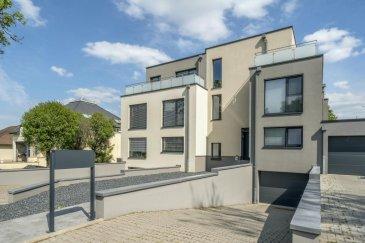 RE/MAX Luxembourg, spécialiste en immobilier à Luxembourg, vous propose à la vente cette belle maison récente sur 3 étages, bi familiale de 115 m2 dans une rue très calme proche des commerces, de l'autoroute et à 10 minutes du de la ville du Luxembourg.  Un bien d'exception construit avec des matériaux de qualité et sous garantie constructeur encore pendant 8 ans.  Au rez-de-chaussée vous trouverez une garage pour 2 voiture, une cave, buanderie ainsi qu'un accès au grand jardin de 200m2.  Au premier étage se trouvent une suite parental avec son dressing et grande salle de bain avec accès sur une grande terrasse de 15m2 ainsi qu'une deuxième chambre et salle de bain.  Le bien se complète au dernier étage d'une cuisine haut de gamme qui s'ouvre vers le grand living ainsi qu'une grande terrasse de plus de 40 m2.  En plus vous disposez de deux emplacements extérieurs.   N'attendez plus pour nous contacter pour faire une visite de ce bien hors norme.  Disponibilité à convenir.  Contactez Rui Dias Santos au numéro tel 691 691 515 ou email rui.diassantos@remax.lu  La commission d'agence est incluse dans le prix de vente et supportée par le vendeur.  Rui Dias Tel. 691691515 Rui.diassantos@remax.lu Ref agence :5096285