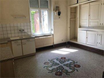 A VENDRE SUR LA COMMUNE DE COSNES-ET-ROMAIN, MAISON DE CARACTERE D\'UNE SUPERFICIE HABITABLE D\'ENVIRON 220M² SUR 2,70 ARES DE TERRAIN,  COMPRENANT:  AU REZ-DE-CHAUSSEE, une entrée dégagement, une cuisine de 20m², un salon salle à manger 49m², un grand bureau ou chambre de 23, un WC,  AU 1ER ETAGE, un dégement, 4 chambres de 20m², 21m², 21m² 21m², un WC, une salle de bain,  UN GRENIER AMENAGEABLE D\'ENVIRON 120M²,  4 CAVES,  PARQUETS CHENE, DOUBLE VITRAGE PVC, CHAUFFAGE AU FIOUL,