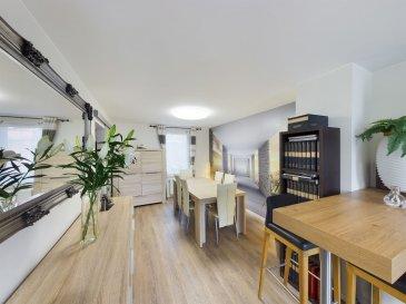 Visite virtuelle sur ce Link:<br>https://premium.giraffe360.com/remax-partners-luxembourg/cc7a7189e1884702ba6877a502393f88/<br><br>SIMÕES Michael / +352 691 680 986 / michael.simoes@remax.lu<br><br>RE/MAX, spécialiste de l\'immobilier à Dudelange vous propose en exclusivité à la vente cette magnifique maison. Elle dispose d\'une superficie habitable d\'environ 116m² et d\'environ 176 m² au total. Cette maison vous séduira par son splendide intérieur rénové et son extérieur d\'env. 82 m², ses beaux volumes et la vue dégagée.<br><br>La maison se compose au rez-de-chaussée : d\'un hall d\'entrée donnant sur la pièce de vie et salle à manger d\'env. 33 m² avec accès vers le balcon d\'env. 22 m².<br><br>Demi-palier : une cuisine fermer d\'env. 16 m² avec accès vers le balcon d\'env. 22 m² qui donné dans la pièce de vie.<br><br>Au premier étage : un hall de nuit, une chambre d\'env. 12 m², une deuxième chambre d\'env. 19 m² et une salle de douche d\'env. 3,5 m².<br><br>Au deuxième étage : une troisième chambre (suite parentale/Studio) d\'env. 22,5 m² avec WC séparer, une douche et une petite cuisine et stores électriques.<br> <br>Au sous-sol : une buanderie d\'env. 10 m² et une cave d\'env. 23 m² avec accès à au garage d\'env. 28 m² et à l\'extérieur d\'env. 60 m²<br><br>Extérieur : une belle terrasse/jardin d\'env. 60 m², un balcon d\'env. 22 m²  tout ceci se situe à l\'arrière de la maison sans vis à vis.<br><br>Caractéristiques supplémentaires :<br><br>- Maison avec vue dégagée<br>- Garage et un emplacement devant le garage<br>- Terrain 1a65ca<br>- Dalles : rez-de-chaussée en béton, 1 étage et 2 étage en bois<br>- Double vitrage 2020<br>- Électricité et plomberie rénovées en 2019<br>- Toit de 2020<br>- Façade derrière 2020, devant et côte 2015<br>- Chauffage : Gaz chaudière BUDERUS de 2014<br>- 2 chambres, une suite parentale/studio avec WC et douche, 1 salle de douche,<br>- à 200m de l\'arrêt de bus et 900m de la station de train <br>- 850m du centre-ville de Dudelang