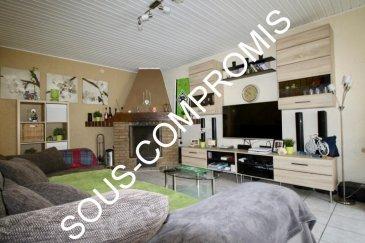 ****    SOUS-COMPROMIS    **** RE/MAX Partners Plus, spécialiste de l'immobilier à Rumelange, vous propose en exclusivité ce joli appartement en quadruplex indépendant à la résidence, d'1 chambre. Il dispose d'une superficie habitable d'environ 70 m² pour 130 m² au total. De très beaux volumes s'offrent à vous.  L'appartement se compose au rez-de-chaussée, d'un très grand garage individuel de 27 m² avec porte automatique, donnant accès direct à l'appartement, d'un hall d'entrée d'environ 5 m², et d'une salle d'eau avec baignoire.  Au premier étage, d'une cuisine entièrement équipée d'environ 13m², d'un spacieux living d'environ 28 m² avec cheminée à feu ouvert..  Au deuxième étage, Vous trouverez une grande chambre de 22 m² avec tous les raccordements TV, internet  Au sous-sol, une grande cave, une buanderie, une pièce servant de salle de jeux, salle de cinéma, etcà  Chaudière à condensation individuelle de 2013.  Appartement atypique à découvrir, double vitrages, sentiment de petite maison.  Disponibilité immédiate  CONTACT : MICHAEL CHARLON au 621 612 887 ou par Mail : michael.charlon@remax.lu Ref agence :5095684