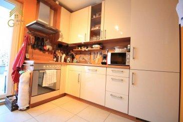 Très beau triplex dans une maison Bi-familiale de 2008 avec une superficie habitable de +/- 110 m² à Rodenbourg.<br><br>Reparti sur 3 niveaux celui- ci se compose comme suit: <br><br>Rez-de-chaussée:<br>Hall d\'entrée avec grand vestiaire encastré, spacieuse chambre à coucher (12,65 m²) wc séparé.<br><br>1e étage: <br>Cuisine équipée individuelle avec espace salle à manger et accès à une grande terrasse<br>Séjour, <br>Salle de douche.<br><br>2ième étage:<br>2 chambres à coucher dont une avec accès balcon, salle de douche.<br><br>Grenier aménagé avec fenêtres velux, 4ième chambre, bureau.  <br><br>A ce bien s\'ajoutent également une cave, une buanderie commune et un spacieux garage (18,47 m²).<br><br>Pour tous renseignements complémentaires ou une visite (visites également possibles le samedi sur rdv), veuillez contacter le 28.66.39.1.<br><br><br />Ref agence :72748