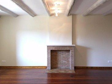 REMILLY.  Magnifique maison de 140m2 entièrement rénovée avec de très belles prestations dans une impasse au calme ! Elle se compose d\'une entrée, d\'un séjour, d\'une cuisine équipée, d\'un wc séparé et d\'une buanderie. A l\'étage, trois chambres dont une suite parentale avec douche, une salle de bains et un wc séparé. Cave, une terrasse à l\'avant et une place de parking sous carport. Maison avec beaucoup de charme et très bien équipée : parquet vitrifié, poele à granulés, volets electrique, velux motorisés, placards dans les chambres, salle de bains et cuisine en corian.... A ne pas manquer ! Vidéo disponible sur demande.<br> LOYER : 815EUR<br> AGENCE VENNER IMMOBILIER<br> 03-87-63-60-09