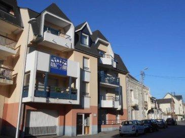 Réf: 5366  Appartement de standing T2 situé au 3 ème étage d\'une résidence récente avec ascenseur, proche plage:  entrée, wc séparés avec placards, salle d\'eau, séjour-salon, coin cuisine équipée, une chambre avec placards , balcon exposé sud est.  Local vélos.  Possibilité d\'acheter un garage en supplément (15000 euros)  DPE: E GES: C   Mandat 5366