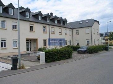 Joli appartement dans une charmante résidence au rez-de-chaussée avec un joli jardin clos de 57,80 m2. Helperknapp est une commune agréable, elle dispose d'une école maternelle, primaire et d'une crèche de 0 à 4 ans. L'arrêt de bus se trouve à 5 minutes, avec des transports publics fréquents vers Luxembourg-Ville, Rédange et tous les Lycées luxembourgeois.  A 7km du centre de Mersch avec toutes ses commoditées : Grandes surfaçes, médecins, pharmacies, etc...  Diekirch à 20 km Luxembourg-Ville 20 km Rédange 15 km Arlon 18 km Ref agence :725978