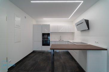 LIVINGFORM FORM Real Estate et LF CONCEPT vous proposent un magnifique appartement d'une surface de 77 m2 net Habitables avec balcon, le tout situé dans un cartier très calme de Bivange (Commune de Roeser))  Le bien dispose de 2 chambres à coucher, d'une cuisine entièrement équipée, d'un WC sépare et d'une salle de bains ainsi que d'une salle de douche.  L'appartement est loué avec une cave privative et un emplacement intérieures inclus dans le prix de location.   Pour de plus amples informations et pour toute visite, n'hésitez pas à nous envoyer votre demande de contact par mail : info@livingform.lu