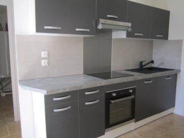 MAISON  sans travaux AXE CAMBRAI - SAINT QUENTIN.  Maison bâtie sur environ 640 m2 comprenant : salon/séjour, cuisine équipée, dégagement, WC, SDB ( douche), 2 celliers, 1 chambre.<br> A l\'étage : palier, 2 chambres.<br> chauffage électrique - grand garage - 1 petite dépendance - jardin - pas de tout à l\'égout.<br> ON POSE LES MEUBLES<br> 112 350 euros dont 7 % d\'honoraires à la charge de l\'acquéreur.<br> 105 000 euros net vendeur.