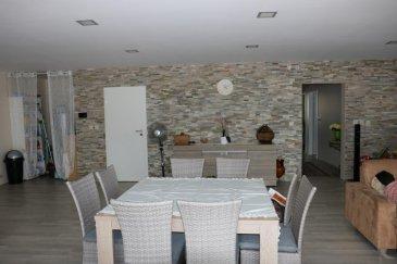 RE/MAX, spécialiste de l'immobilier à la frontière luxembourgeoise, vous propose en exclusivité un ensemble immobilier de 600m2 sur un terrain de 2.600 m2, idéalement situé à 10 km des frontières luxembourgeoise et belge.  Cet ensemble situé à LEXY (F) comprend UNE PARTIE COMMERCIALE  et UNE PARTIE RÉSIDENTIELLE qui peuvent être vendues en LOTS SÉPARES !!!     Pour sa partie résidentielle, au 1er étage du bâtiment, un spacieux et charmant appartement de 160m2 habitables répartis comme suit:  - Trois chambres généreuses - Cuisine américaine hyper équipée - Living d'environ 80 m² - Une salle de bain - Une salle de douche - Terrasse d'environ 40 m²  Pour sa partie commerciale et professionnelle, situé dans une zone industrielle et commerciale en pleine expansion, proche des grandes enseignes et du nouveau Centre Leclerc, cet ensemble immobilier construit en 2013 comprend :   - 140 m² de bureaux avec sanitaires (douche) et cuisine - 300 m² d'entrepôt avec porte de garage 4,50m x 4,00 m - 200 m² de parking - 2000 m² de terrain CONSTRUCTIBLES !  Avis aux professionnels qui souhaitent investir proche du GD de Luxembourg !!! Disponible de suite.  Contact : Carine LECOMTE carine.lecomte@remax.lu +352 621 689 637     Ref agence :5095629