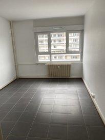 Studio 19m2 - Esplanade - Strasbourg.  A louer studio de 18.80 m2 au 4ème étage situé en plein coeur de l'Esplanade. L'appartement comprend, une entrée avec placards, une pièce principale, une kitchenette, une salle d'eau avec douche et un WC. Chauffage collectif au fuel Libre de suite.  Loyer: 427 EUR par mois charges comprises dont 97EUR de provisions pour charges avec régularisation annuelle. Dépot de garantie: 330EUR Honoraires à la charge du locataire: 244.40 EUR dont 56.4 EUR pour l'état des lieux.  HEBDING IMMOBILIER 03.88.23.80.80