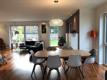 Très belle maison entièrement meublé avec +/- 230m2:  - un grand living ouvert sur terrasse, une belle cuisine super équipée, 4 chambre à coucher, 3 salle de bains, cave, buanderie, garage fermé & 3 parkings extérieur privés. Pour plus d'info, veuillez contacter: +352 621 261 285 émail: sunny@immoluxchina.lu  Beautiful fully furnished house to let with +/- 230 square meter: - Living on south side open to terrace and garden, fully equipped kitchen, 4 bedrooms, 3 bathrooms, cella, laundry, closed garage & 3 private outdoor parkings. For further information, please contact :+352 621 261 285 or email:  sunny@immoluxchina.lu