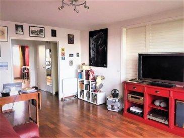 TOURCOING Gambetta Type 3 avec garage. Très bel appartement situé dans la résidence Montyon, prisée et sécurisée avec un balcon offrant une belle vue imprenable ! Il est charmant et confortable, il offre de belles prestations, un grand séjour, une cuisine équipée avec cellier, une salle de bain rénovée avec baignoire, 2 chambres. Il dispose également d\'une cave et d\'un garage individuel fermé situé en sous sol de la résidence. EXCLUSIVITE DEBAISIEUX IMMOBILIER