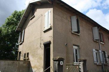 Appartement dans hameau au calme comprenant entrée, cuisine, deux chambres, salle d'eau, grenier, remise, terrain privatif, petite dépendance. Prix Imbattable !!