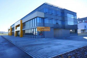 Beau bureau No3 de 118m2 situé au rez de chaussée d\'un nouveau complexe immobilier  de standing situé à 10 minutes de Luxembourg-Kirchberg et de l\'aéroport. Très bonne visibilité de la Route de Luxembourg ainsi<br><br>Le bureau dispose de:<br>Espace ouvert, salle de reunion kitchinette etc...<br><br>Surface totale de ca 3.500 m2 réparti sur 3 niveaux. Les solutions d\'espaces bureaux sont très flexibles, cloisonnés ou en open-space. Au rez-de-chaussée possibilité de surface commerciale.<br><br>Vous profiterez également d\'excellentes facilités de parking avec un prorata de places de parking intérieur ou extérieur.<br><br>Avances sur charges estimées 2 euros /m2<br>décompte après la première année<br><br>Garantie locative : 3 mois de loyer<br>Frais d\'agence à charge du locataire : 1 mois de loyer htva<br>