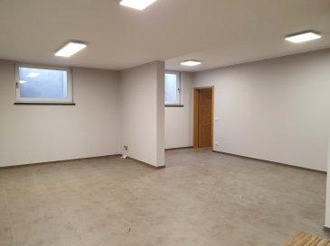Situé à Flaxweiler, au rez-de-jardin d'une maison individuelle, cet entrepôt ± 54 m² (permettant le stockage/archivage) se compose d'un espace bureau, d'une salle d'eau (douche, lavabo et wc) et d'une cave ± 13 m². Une entrée indépendante et sécurisée donne accès à l'entrepôt.  Détails complémentaires :  - Chauffage au sol - Porte sécurisée (5 points) - Deux emplacements parking - Compteur individuel (eau, chauffage, Post & télécom)  Loyer avec charges incluses : 1200€/mois  Agent responsable : Pol Cames Mobile : +352.691.996.611. Email : pol@vanmaurits.lu