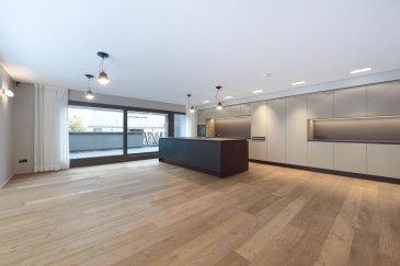 Exceptionnel ! Dans une des plus belles Résidence au Luxembourg, vous pouvez louer une splendide  Maison style Loft haut de gamme de 188 m2 avec quatre chambres à coucher et deux salles de bain, grand living avec cuisine ouverte de la marque \