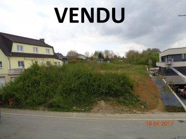 Magnifique terrain pour une maison unifamiliale libre des 4 côtés. face du terrain: 19m face constructible: 11m