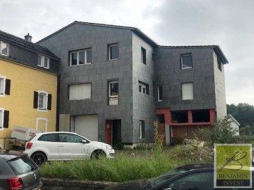 -- FR --<br/><br/>*** SOUS COMPROMIS DE VENTE ***<br><br>Grande maison libre de trois cotées avec plus de 300 m² de surface habitable à vendre située à Scheidgen avec un énorme potentiel, comme une maison bi-familiale ou encore une maison avec une activité commerciale. La maison dispose également de deux garages individuels, un dépôt de +/- 160m2, une cave, un Jardin et un terrain de huit ares accessibles de deux côtés. <br><br>Pour tout complément d\'information, n\'hésitez pas à nous contactez par téléphone au 28 77 88 22. Nous sommes également disponibles pour organiser les visites le samedi !<br><br>Nous sommes, en permanence, à la recherche de nouveaux biens à vendre (des appartements, des maisons et des terrains à bâtir) pour nos clients acquéreurs.<br>N\'hésitez pas à nous contacter si vous souhaitez vendre ou échanger votre bien, nous vous ferons une estimation gratuitement.<br><br />Ref agence :Maison_Scheidgen