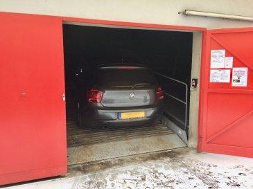 1 (un) emplacement voiture dans ascenseur voitures (parklift) pour une petite voiture (segment A ou B, poids max. : 2.000 KG, hauteur max. : 1.50 M, longueur max. : 5.00 M, largeur max. : 1.90 M)  Localisation : 5, rue Adolphe Fischer L-1520 Luxembourg ;  Durée bail: 1 (un) an, avec reconduction tacite d'un an à chaque fois;
