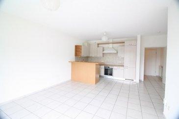 L\'appartement se trouve au deuxième étage d\'une petite résidence au centre de Heisdorf à proximité d\'un petit parc et de la Gare.  Il se compose comme suit: - un hall d\'entrée avec WC séparé - un séjour avec cuisine ouverte avec accès sur le grand balcon - une chambre avec accès dans la salle de douche - La cave et le garage se trouvent au niveau sous-sol Ref agence : ICL 861560
