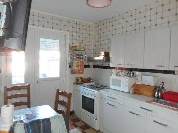 maison avec garage et jardin.  maison style GMF avec garage et jardin<br> comprenant : entrée - séjour - cuisine - salle de bains - w.c<br> etage : palier - 3 chambres - bureau<br> c.c gaz -