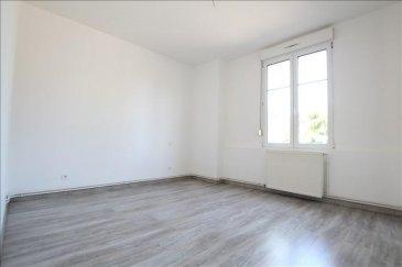 ROMBAS - A proximité de toutes les commodités, venez découvrir ce confortable appartement F4 de 86m² au RDC d\'une petite résidence calme. Cet appartement vient d\'être entièrement rénové et est composé de 2 belles chambres, d\'une salle à manger, d\'un grand séjour, d\'une salle de bain, de WC indépendants et d\'une cuisine. Une jolie terasse vient compléter ce bien. Chauffage gaz individuel. Libre de suite.