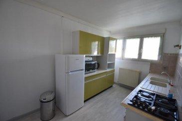 Bon' Appart vous propose ce bel appartement meublé de type F4.  Situé en rez-de-chaussée, il est composé d'une entrée, d'une cuisine aménagée (gazinière), d'un salon, d'une salle à manger, de deux chambres séparées par un placard et d'une salle d'eau avec WC séparé. Il y a également un balcon et une cave.  Chauffage individuel au gaz. Charges : TOM, entretien et électricité des communs et entretien de chaudière  Disponible de suite.