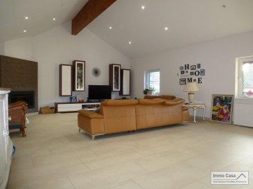 ImmoCasa vous propose en exclusivité cette charmante maison à Eschweiler à 5 minutes de Junglinster.<br><br>Cette maison (ancienne fermette) complètement rénovée en 2017, vous saura séduire par ses grandes espaces et ses matériaux de très haute qualité.<br>(290m2 habitables avec un total de 400m2 utiles)<br><br>Ce bien se compose au rez-de-chaussée, d\'un spacieux hall d\'entrée, grande pièce de 35m2 avec salle de douche et WC, pouvant servir de chambre, atelier ou autres, buanderie, cave à vin et garage intérieur pour 3 voitures et espace de rangements.<br><br>À l\'étage vous trouverez une spacieuse cuisine équipée fonctionnelle et de bonne qualité, chambre parentale de 33m2 avec des armoires encastrées, salle de douche et WC donnent accès au petit jardin derrière, salon très spacieux de 62m2 avec sortie pour la terrasse de 16m2 et accès au garage. <br><br>En montant au 2eme étage vous disposez encore d\'une salle de douche et WC, 1 chambre de 25m2 et une deuxième chambre partagée de 35m2 pouvant être séparées pour en faire 2 chambres individuelles.<br><br>(290m2 habitables et 400m2 utiles)<br><br>Vous disposés encore de trois emplacements à l\'extérieur.<br>Le tout alliant charme et modernité.<br><br>À 5 min de Junglinster et à 25min de la ville de Luxembourg.<br><br>N\'hésitez pas à nous contacter pour d\'autres informations ou pour une visite.<br>L\'équipe d\'ImmoCasa.<br><br><br><br><br>