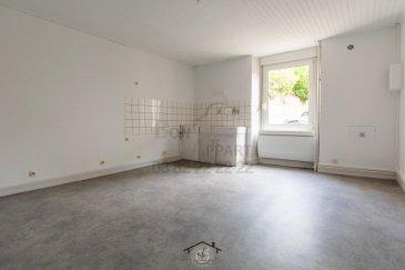 Bon' Appart vous propose ce charmant appartement de 61m2, entièrement rénové et situé en plein c'ur dans quartier paisible de BRIEY. Ce logement en rez-de-chaussée se compose d'une grande cuisine, d'un séjour lumineux, d'une chambre et d'une salle d'eau avec WC séparée. Ce logement vous offre également un jardin en commun.  Chauffage électrique.