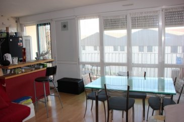 *METZ, IDEAL PREMIERE ACQUSITION , APPARTEMENT DE TYPE F2 DE 45.77 M2 AVEC BLACON   CAVE*. Nous vous proposons ce bel  appartement de type F2 idéalement situé route de Lorry, près de la faculté de Metz et à proximité de l' A4/A31 et de toutes les commodités. Celui-ci comprend une belle pièce à vivre, avec une cuisine à habiller selon ses goûts de 25 m² environ donnant accès direct sur un grand balcon. Une chambre de 11 m² donnant sur un second balcon.Une salle de douche avec meuble sous vasque ainsi qu' un wc indépendant. Pour compléter ce bien, une cave ainsi que la jouissance d' une place de parking.  A rafraîchir au niveau des peintures. Copropriété parfaitement entretenue  et rénovée récemment ! Chauffage   Eau chaude comprise dans les charges ! A saisir rapidement.  Pour une visite ou toutes informations complémentaires, merci de contacter Sandrine Di Francesco au 06 33 83 40 82 Siret : 78900935400018.  Copropriété de 4 lots (Pas de procédure en cours). Charges annuelles : 1280.0000 euros.
