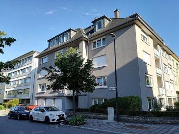 Un confortable appartement de 3 chambres à coucher à vendre. Situé au cœur de Belair à 5 min du centre-ville à pieds dans une rue calme. Dans une résidence à 4 unités avec l'ascenseur et avec un appartement par étage. L'appartement est au 3 -ème étage avec la surface de 140m2: - hall d'entrée, - un double living avec la cheminée, parquet au sol et un accès sur la terrasse, - une cuisine équipée et séparée (avec un balcon), - 3 chambres à coucher dont une avec le balcon, parquet au sol, - une salle de bains avec le WC, baignoire et douche, - un WC séparé. Au 4 eme étage UNE CHAMBRE INDEPENDANTE et un WC. La surface de cette chambre ne pas calculée dans le 140m2. Au rez-de-chaussée un garage-box et un emplacement devant le garage pour la 2ème voiture. - une cave individuelle de 17m2.  Pour recevoir les photos et l'information supplémentaire, pour organiser une visite veuillez contacter Natacha BIVORT GSM 661 33 44 22 ou par mail: n.bivort@spaceplus.lu