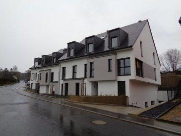 Nouvelle construction d'une résidence à Colpach-Haut.   La résidence se compose de 11 unités, elle offre des appartements et duplex allant de 1 à 4 chambres à coucher.   Elle propose un rez de jardin, 1er étage et 2ème étage. Plusieurs appartements bénéficient de grandes terrasses. Tous les étages sont desservis par un ascenseur.   Duplex 06 situé au 1er et 2ème étage, surface habitable de 113,97m² :   Niveau 0 : - hall d'entrée avec coin vestiaire - wc séparé - 1 chambre à coucher - séjour / salle à manger avec coin cuisine.   Niveau 1 : - 3 chambres à coucher dont 2 avec sortie sur balcon 8m² - salle de bain  1 emplacement intérieur.    Emplacement intérieur supplémentaire au prix de 25 000€ Emplacement extérieur disponible au prix de 10 000 € Cave au prix de 1 545 € / m² TVA 3 %