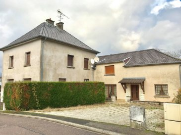 KANFEN - Ensemble immobilier avec terrain constructible. Très bonne situation géographique, à deux pas du Luxembourg, à découvrir un ensemble immobilier avec un gros potentiel composé de deux maisons d\'habitation et d\'un terrain constructible. <br/><br/>La 1ère maison de 106 m² est composée d\'un rez-de-chaussée avec une entrée, un séjour avec accès véranda, une cuisine, un bureau, une salle de bain, un w.-c séparé, <br/>1er étage: 3 chambres, 2 combles<br/><br/>La 2ème maison de 144 m² est composée d\'un rez-de-chaussée d\'une entrée, un séjour, une cuisine, 2 chambres, une buanderie, <br/>Au 1er étage: un dégagement, 3 chambres, une salle de bain, accès grenier, <br/><br/>Annexes: un grenier, un grand sous-sol avec 3 caves et une buanderie, dépendances, garages. <br/><br/>Un terrain constructible de 2 ares<br/>Plus de renseignements en agence