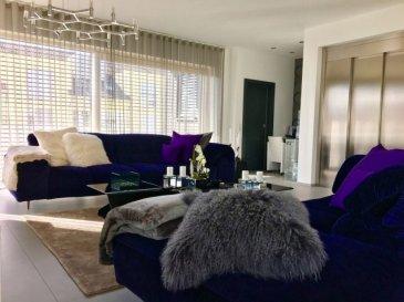Soho real Estate  vous propose en vente cette belle maison unifamiliale jumelée a été construite en 2017 située dans le Lotissement « op der haardt à Roodt-Sur-Syre  »   une Cité tranquille et accueillante où il fait bon vivre, proche de Luxembourg-Ville.  Elle se compose comme suit :    au rez-de-chaussée une entrée de ± 20 m² avec wc sépare+6m2, un débarras +3m2 ,une buanderie+15m2 ,une cave +16m2,un double garage +50m2 et une salle multifonction , un ascenseur  qui conduit vers le 1 er étage un espace séjour/salle à manger disposant d'une cuisine ouverte, le tout de ± 86 m² avec une sortie sur une terrasse de ± 45 m²  bien orientée . Un wc séparé complète ce niveau.     Au 2 éme étage, un palier de ± 14 m² donne sur une suite parentale de ± 26 m² avec sa salle de douche de ± 14m² (douche, vasque et wc), ensuite sur les deux chambres de ± 26 et 18 m² et une deuxième salle de douche (douche, vasque et wc) de ± 7 m².    Au 3ème étage un palier s'ouvre sur deux chambres et une salle de douche, la totalité faisant ± 45 m² habitables.  La maison de classe énergétique AA passif  est dans un état impeccable. Elle est équipée de triple vitrage, d'un chauffage (pompe à chaleur) par le sol dans toutes les pièces (la température de chaque pièce pouvant être réglée indépendamment) ainsi que d'une ventilation.    Situation :   - A 10 minutes du Centre de Luxembourg-Ville et  supermaché  AUCHAN Kirchberg .  Pour plus d'informations ou une visite, n'hésitez pas à contacter notre agence au 661 140 857  sabek@sohoimmo.lu