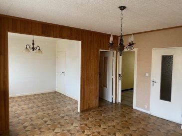 Proche des axes autoroutiers Luxembourg et Metz, venez découvrir cet appartement de type F4, au 1er étage sans ascenseur, à rénover. il se compose d'une entrée, wc séparé, puis d'un salon séjour double ( possibilité de fermer pour une chambre supplémentaire) avec accès à un balcon, une cuisine fermée, une loggia, une salle d'eau, deux chambres dont une avec placards de rangement, une cave privative ainsi qu'un garage individuel. Chauffage individuel gaz ( chaudière 2011), ballon d'eau chaude, double vitrage, charges mensuelles 90€, taxes foncières 695€. PRIX 121 000€ dont 6000€ HA charge acquéreur LIBRE de toute occupation