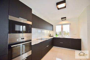 Sartori Immo, agence immobilière à Bettembourg a le plaisir de vous présenter ce splendide appartement au premier étage avec ascenseur dans une résidence très bien soignée de 2015 à Rodange.  L'appartement se compose d'un magnifique hall d'entrée avec une armoire encastré, d'une élégante cuisine équipée ouverte au lumineux séjour donnant accès à un paisible balcon, deux harmonieuses chambres à coucher, une charmante salle de douche et un WC séparé avec les connexions nécessaires pour la machine à laver.  Vous disposerez également d'un emplacement intérieur privatif, d'un emplacement extérieur privatif, d'une cave privative de 2,6 m2 et d'une buanderie commune.  *** IMPORTANT ***  * Triple Vitrage * Volets électriques * Vidéophone * Alarme  Pour plus d'informations, veuillez contacter Madame Batista au 691 905 150. Ref agence :553