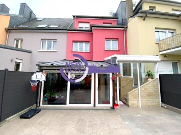 New Keys vous propose cette charmante maison mitoyenne de 250m2, idéalement située dans un endroit prisé de Luxembourg-Bonnevoie.  Disposant de 6 chambres, 3 salles de douche avec WC, cette maison convient aussi bien pour une de vie famille ou d'un rendement locatif.    La maison se compose comme suit :  Au sous-sol :   - Un garage avec porte motorisée (récente).  - Une grande buanderie avec accès terrasse.  - Une cuisine d'été.   Au rdc :  - Un salon. - Une salle à manger. - Une salle d'eau avec douche italienne, meuble vasque et WC. - Une cuisine équipée individuelle. - Une véranda chauffée. - Un deuxième salon en annexe. - Une grande terrasse.  1er étage :   - 3 chambres.  - Une salle d'eau avec douche italienne, meuble vasque et WC.  2eme étage :   - 3 chambres.  - Une salle d'eau avec douche italienne, meuble vasque et WC.  Possibilité d'aménager les combles.   Divers :  - Façade 10 ans. - Toiture 10 ans. - Chaudière Buderus 10 ans.  Pour les investisseurs, il y a la possibilité de diviser la maison en 3 appartements.  Le bien est situé à proximité du centre-ville et de toutes autres commodités ainsi que les principaux axes autoroutiers.  À VISITER RAPIDEMENT  N'hésitez pas à nous contacter au 352 661 434 100 ou par mail kdif@newkeys.lu pour plus d'informations ou une éventuelle visite.  COVID: Pour votre sécurité, nos visites sont effectuées avec des masques, des gants et limitées à 3 personnes par visite.  Les prix s'entendent frais d'agence de 3 % TVA 17 % inclus dans le prix est payable par le vendeur.  Nous recherchons en permanence pour la vente et pour la location, des appartements, maisons, terrains à bâtir pour notre clientèle déjà existante. N'hésitez pas à nous contacter si vous avez un bien pour la vente ou la location. Estimation gratuite. Ref agence : 5003464