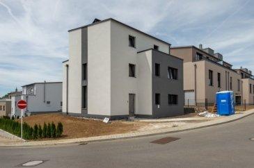 """""""sous compromis"""" """"sous compromis""""  L'agence S&B IMMO vous propose la Villa Harmony à Schouweiler, offrant le cadre de vie international du Grand-Duché de Luxembourg et la sérénité de la commune de Dippach. La Villa Harmony dispose d'une surface totale de +- 332,50 m2, dont habitable +-207,35 m2 (balcon et terrasse non compris), et se déploie sur trois (3) niveaux sur un terrain total de 5 ares. Construction clés en main (achèvement prévu pour juillet 2019) comprenant l'aménagement des alentours et la mise en peinture intérieure sont compris dans le prix de vente (la peinture de la façade et de l'intérieure peut être choisi selon votre goût). Prix de vente de 1.381.590,00 € est affiché avec TVA 17%, sur lequel prix vous pouvez être remboursé de l'administration de l'enregistrement d'un montant forfaitaire de 50.000,00 €. La Villa Harmony répond aux exigences en matière de performance énergétique classe A – B, avec une finition haute de gamme. Au sous-sol vous trouvez un spacieux garage accommodant quatre (4) voitures, ainsi que deux (2) caves et un (1) local technique. Au rez-de-chaussée, votre cuisine ouverte sur le séjour et salle à manger sont munis de baies vitrées vous permettant d'apprécier l'exposition solaire Sud-Ouest d'Harmony sur votre grande terrasse au cours de la journée et tout au long de l'année. Le 1er étage comporte trois (3) pièces, dont deux (2) chambres partageant une (1) salle de bain et un (1) espace polyvalent que vous pouvez aménager selon vos besoins. Le dernier étage de la maison, étage en retrait, prend dispose d'une (1) chambre principale avec terrasse, dédiée aux parents, et d'un dressing relié à celle-ci pour un usage intelligent de votre espace privée. Votre salle de bain indépendante et sa terrasse vous permet de vous détendre en toute tranquillité. Imaginée pour tous les membres de la famille, un espace bureau a été conçu pour les jours de télétravail. Schouweiler se trouve à 10 minutes en voiture de Luxembourg-Ville, via la route de"""