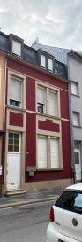 COMPROMIS DE VENTE EN COURS  LUX-PRO-IMMO vous propose en exclusivité cette belle maison de ville divisée en 3 appartements (actuellement loués), située rue Adolphe Fischer à Luxembourg-Ville.  Idéal pour INVESTISSEUR.  La maison de 180 m2 se compose comme suit: - 3 appartements comprenant chacun une cuisine, une chambre et une salle de bain  - un sous-sol commun - une cour extérieure  Fenêtres pvc double vitrage; Toiture et façade en bon état; Chaudière à gaz Passeport énergétique en cours   Pout tout renseignement complémentaire ou visite des lieux veuillez contacter:  Carlos Marques tél: 661 26 50 22 / info@luxproimmo.lu Agnès Esteves tél: 621 52 88 77/ a.esteves@luxproimmo.lu