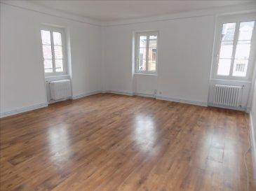 ALT\'IMMOGEST.COM votre agence immobillière vous propose :  Un appartement type F4 de 118 M2 au 2ème et dernier étage dans une petite copropriété de 4 apaprtements  Il est situé au centre ville de hayange.  Il se compose d\'un grand hall d\'entrée de 13,5 m², une spacieuse cuisine équipée et meublée de 18m² et une pièce a vivre de 25 m²  Deux chambres de 20,5m² et 13,1m², un bureau de 8,8 m², une salle d\'eau avec douche cabine et WC indépendant.   Chauffage individuel au gaz  L\'APPARTEMENT EST DISPONIBLE RAPIDEMENT   Nous vous proposons cet appartement pour un loyer de 610€ et 30€ de charges (T.O.M., Eau froide, électricité des communs ) Loyer charges comprises : 640 €  Dépôt de garantie : 610 €    Agence ALT\'IMMOGEST.COM 28 Rue Emile Zola 57300 HAGONDANGE Mme SZYNAL Estelle
