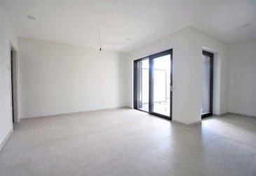 Idéalement située au cœur d'Hesperange, non-loin du parc ainsi du centre scolaire, cet appartement moderne avec finitions de qualité occupe le 1er étage d'un immeuble moderne avec ascenseur («Résidence Livia») en future état d'achèvement (octobre 2020). D'une surface habitable nette de 51 m² pour une surface totale de ± 72 m², il se compose comme suit:  La porte d'entrée s'ouvre sur un hall d'entrée ± 6 m² incluant un wc séparé ± 1 m² ainsi qu'une buanderie privative ± 3 m² desservant à sa droite, la partie nuit composé d'une chambre ± 12 m² avec salle de bain carrelé ± 4 m² incluant une confortable baignoire ainsi qu'un lavabo et un sèche-serviettes en suite.  L'autre côté du hall dessert un lumineux séjour ± 20 m² avec cuisine ouverte en «L» ± 5 m², aménagée et équipée SIEMENES (nombreux tiroirs et rangements) en suite.  La partie salon ainsi que la cuisine disposent toutes deux d'un accès, par une baie coulissante/porte-fenêtre, à la terrasse ± 7 m² orienté sud-ouest.  Au sous-sol, un confortable emplacement de parking (lot n°04) ± 15 m² avec une cave en suite ± 7 m² (lot n°204) ainsi qu'une buanderie commune et un local vélo complètent l'offre.  Détails complémentaires:  •Appartement en construction ; libre pour le mois d'octobre ; •Triple vitrage, châssis pvc, volets électriques ; •Classe énergétique : « A-A » ; •Ventilation double flux ; •Contrat de bail de 2 ans, renouvelable ensuite d'année en année ; •Garantie bancaire de 2 mois ; •Frais d'agence : 1 mois de loyer + TVA 17 % ; •Loyer mensuel : € 1.700,- ; •Charges mensuelles : € 175 ,-. •Proximité des écoles et commerces ; •Situation recherchée : Hesperange est une commune dynamique, proche de Luxembourg-ville ; ( 5 km / 15 minutes) et de Gasperich/Cloche d'Or (± 4 km / 9 minutes) ; •A proximité : écoles, crèches, restaurants, commerces, grand parc et bois (randonnées), •Pistes cyclables vers le centre-ville ; •Bien desservi par les transports en commun.  Agent responsable: Florian Apolinario E-Mail: floria