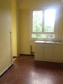 3 pièces - 71.18 m2.  Grand appartement situé dans un immeuble rue du Lieutenant Henri Crépin à Nancy. Il se compose d\'une entrée, une cuisine séparée, un séjour, deux chambres dont une avec balcon, une salle de bain et WC séparé.<br> Chauffage individuel au gaz.<br>
