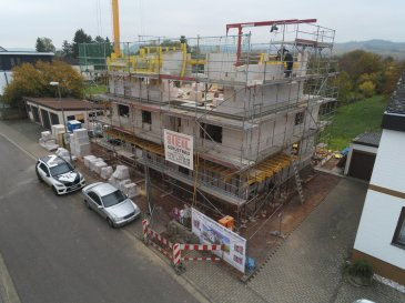 Perl Nennig direkt an der Grenze Luxemburg PROVISIONSFREI Neubauwohnung Penthousewohnung -99,89m2 Wohnfläche  -3Schlafzimmer -Wohn-Esszimmer mit Ausgang zur Dachterrasse -Küche -Bad  -Abstellraum -1 Stellplatz + 1 Carport ( +Aufpreis)