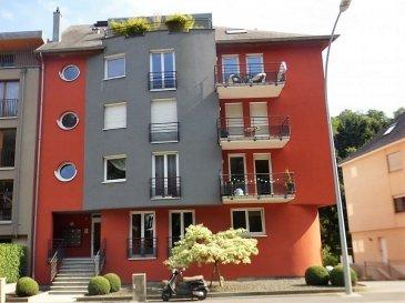 NEW KEYS vous propose à la vente ce très bel appartement de 103m2, idéalement situé dans une résidence récente, à Rollingergrund. Il est composé comme suit : - un salon/ salle à manger lumineux avec cuisine équipée ouverte et accès à un balcon sans vis à vis, vue magnifique sur le bambesch - 2 chambres spacieuses - 1 salle de bain avec double vasque, et wc - 1 wc séparé - 1 débarras  L'appartement dispose également d'une cave, d'un emplacement  de parking intérieur, d'une buanderie commune, et d'un jardin commun à la résidence.  Pour plus de renseignements et/ou demandes de visites merci de contacter le 691149362 ou par email jheymann@newkeys.lu.  Ref agence :5003200
