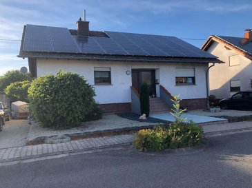 PERL BORG BUNGALOW  direkt an der Grenze LUXEMBURG  +-130m2 Wohnfläche +-606m2 Grundstücksfläche -3 Schlafzimmer  -2 Badezimmer -Gäste WC -Wohn-Esszimmer mit Ausgang zur Terrasse und in den Garten mit Pool -Voll unterkellert (Einliegerwohnung möglich) -Garage  -4 Stellplätze -Solaranlage -ruhige Lage  Viele Details erwarten Sie