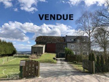 SOUS COMPROMIS AVEC ACCORD DE BANQUE<br><br>Agence immobilière Christine SIMON vous présente en exclusivité.<br><br>Maison d\'habitation construite sur un terrain de 61,04 ares, d\'une surface habitable de 183 m2  avec ferme et annexes d\'environs 880 m2 utile à Heinerscheid, Commune de Clervaux.<br><br>L\'ensemble se compose comme suit:<br>Maison principale:<br>Au sous-sol une cave d\'environ 63 m2<br>Au rez-de-chaussée:<br>Hall d\'entrée, salon, salle à manger et cuisine ouverte avec accès vers le jardin.<br>Salle de douche, buanderie et toilette.<br>Garage de 93 m2, annexe de 104 m2, deuxième annexe de 50 m2.<br>1er étage surface 69 m2:<br>Hall, 4 chambres à coucher (14 m2, 16 m2, 12 m2, 14 m2) et un bureau de 8 m2.<br>Combles reste les finitions des rénovations à faire, surface utile de 80 m2 et d\'une surface habitable d\'environ 50 m2 en hauteur de 2 m.<br>A gauche de la maison une ferme d\'environ 355 m2 avec une hauteur d\'environ 8 mètres.<br>Passeport énergétique en cours de réalisation<br><br>Zone densité faible mixte villageoise.<br>Actuellement il est possible de construire deux maisons jumelées ou 3 maisons en bande ou une Résidence de 4 appartements ou deux maisons bi-familial.<br>Suivant la nouvelle; Refonte du Plan d\'Aménagement Général (PAG) de la commune de Clervaux il sera possible de construire un ou deux locaux commerciaux ou une crèche et 4 appartements à partir de l\'année prochaine.<br>Recule 3 + 3 mètres gauche et droite, 6 à 8 mètres de la rue et 16 mètres de profondeur, possibilité de faire un sous-sol, hauteur corniche 7 mètres, toiture plate autorisée.<br><br>Pour de plus amples renseignements suivant le prix de l\'ensemble, suivant les possibilité du terrain et de la maison veuillez contacter l\'agence svp au numéro 621 189 059 ou par mail au: cs@christinesimon.lu.<br />Ref agence :Heiderscheid