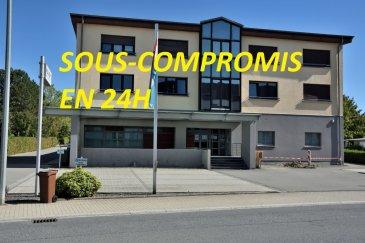 Belardimmo vous propose en exclusivité un bel appartement  à Roeser  de 102,44 m2 au premier étage d'une petite résidence de 4 appartements libre des deux côtés.Très lumineux il se compose comme suit:  1 Entrée de 16,8 m2 1 cuisine fermée de 12,38 m2.  1 salle de bain de 9,15 m2 avec douche, baignoire et WC Salon-Salle à manger de 28,52 m2 1 Chambre de 17,98 m2 1 Chambre de 18,27 m2 1 petit débarras sous escaliers 1 Place de parking privatif extérieur  Le système de chauffage (radiateurs) relié à la piscine très économique  La résidence profite d'un emplacement central , entouré d'espaces verts,  à côté d'un très beau parc pour enfants et adultes (Terrain de Volleyball), d'une école maternelle, d'une école primaire, de la piscine (associations de Roeser). Des terrains de tennis sont également en cours de construction. Tout proche des commodités comme une Boulangerie, une Pharmacie, un cabinet médical, un laboratoire d'analyses, d'un cabinet de kinésithérapie et d'ostéopathie, ainsi que d'un cabinet vétérinaire et d'un centre de yoga. Proche du Centre Ville de la capitale vous trouverez le Bus N° 194 à deux pas .  Pour plus d'informations contacté David Kempf au  00 352 621 631 841 ou par mail david.kempf16@gmail.com A voir absolument! Ref agence : DK139