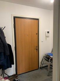Appartement T2 de 43.86m² situé au deuxième et dernier étage d'une petite copropriété comprenant une entrée avec placard, cuisine ouverte sur séjour, chambre avec salle d'eau attenante, wc. Chauffage électrique par le sol  Parking privatif